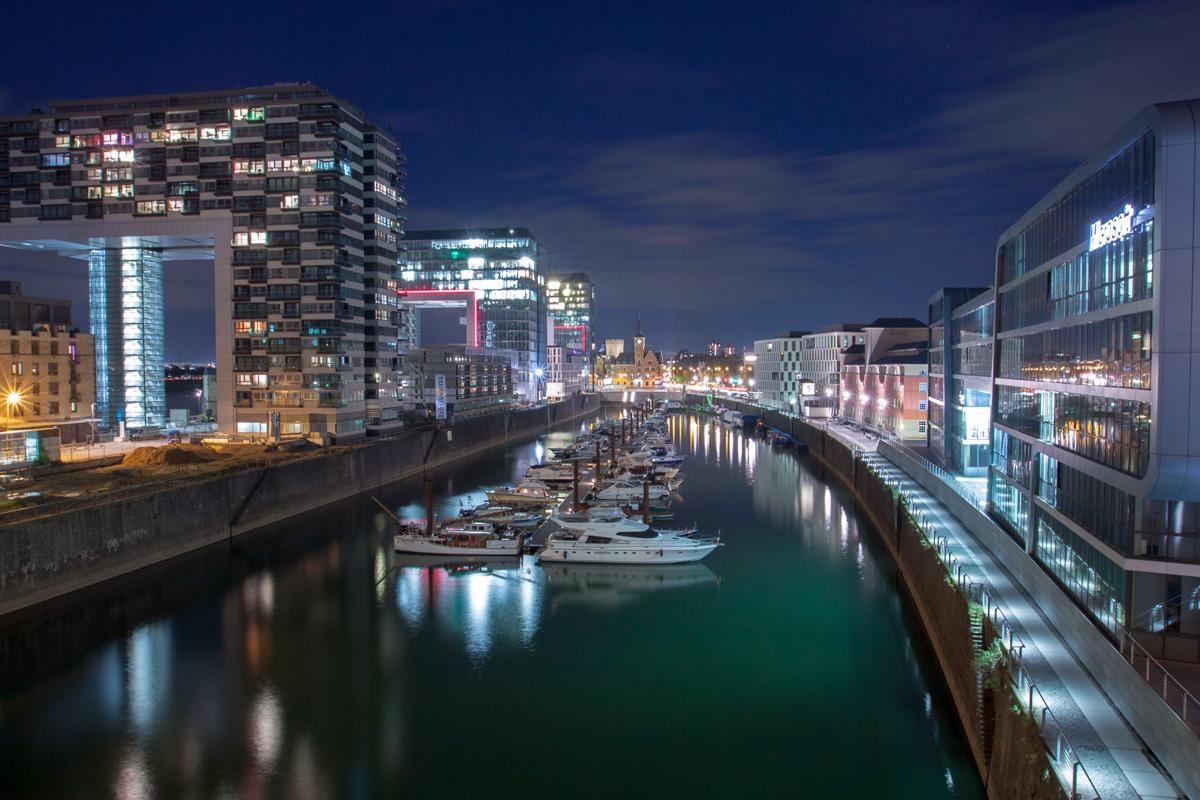Kölner Hafen bei Nacht